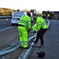 Accidente y vuelco de un camión en las proximidades de Mérida