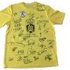 ¿Quieres una camiseta firmada por los famosos del triangular entre gitanos, guardia civiles y famosos?