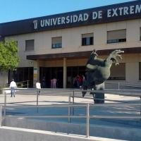 CCOO insta al rector de la UEx a mejorar las condiciones laborales de su personal