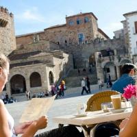 La expulsión del vecindario de los centros históricos, a debate en Cáceres