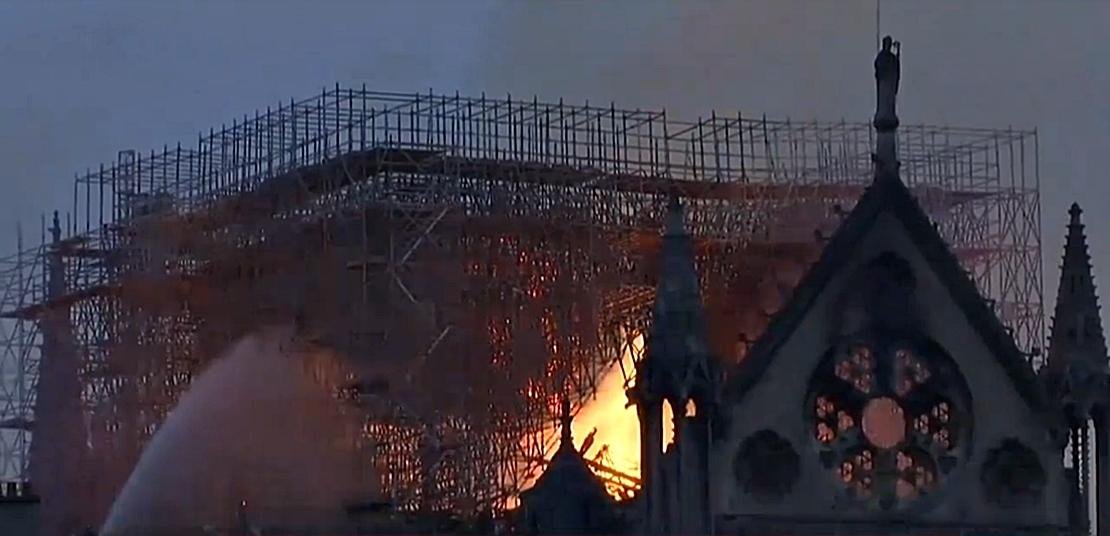 Arde la catedral de Notre Dame (París)