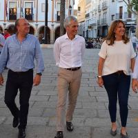 Adolfo Suárez visita Montijo y Monago promete 3.000 plazas de Formación Profesional