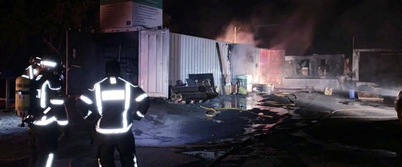 Un bombero resulta afectado al sofocar un incendio en Alburquerque
