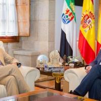 Fernández Vara recibe al embajador de Bélgica