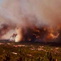 El humo de un grave incendio en Portugal afecta a varias zonas de Extremadura