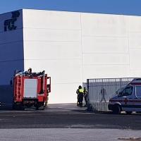 Un trabajador intoxicado en el incendio de una nave de FCC (Badajoz)