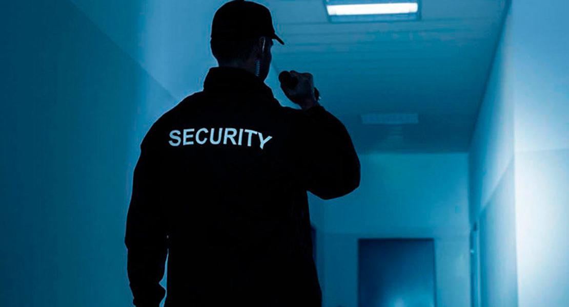 Concentración en contra del impago de 140 trabajadores de vigilancia en Extremadura