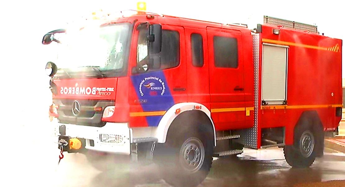 Arduas labores de extinción tras salir ardiendo una nave en Jerez de los Caballeros