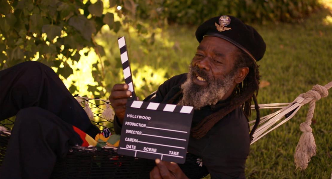 El cantante internacional de reggae, Likle Mystic, presenta el making-of de su videoclip en Badajoz