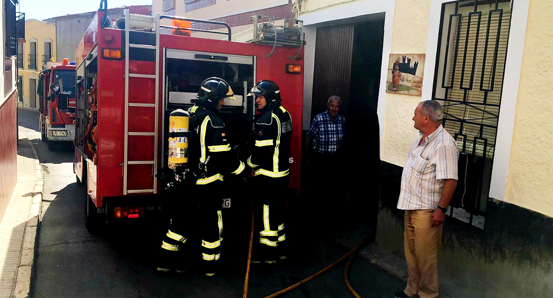 Un incendio en un taller de alfarería obliga a intervenir a varios parques del CPEI