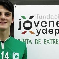 Aurelio Rodríguez defenderá un año más la elástica del Cáceres Voleibol
