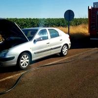 Los Bomberos evitan el incendio de un vehículo en Almendralejo