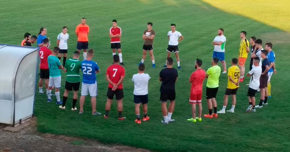 El fútbol vuelve a Orellana la Vieja dos años después