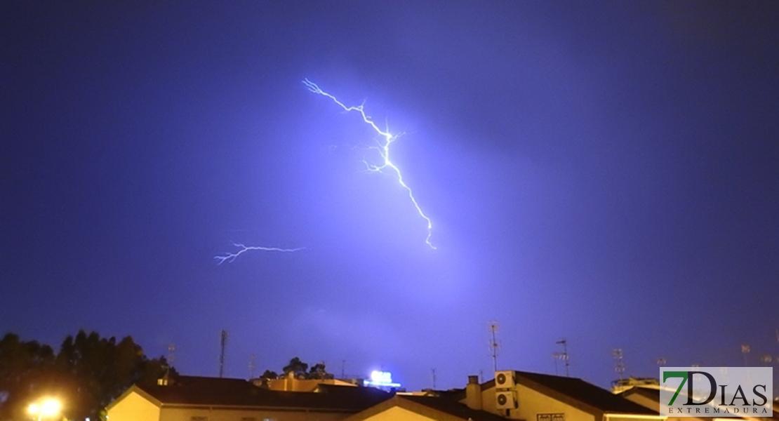 Extremadura contabilizada casi 500 rayos esta última hora