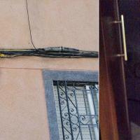 """Varios vecinos de Badajoz continúan """"malviviendo"""" sin luz en casa tras una semana"""