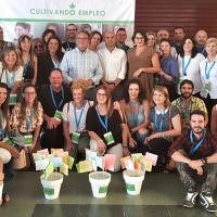 Medio centenar de personas se citan en Almendralejo para encontrar empleo