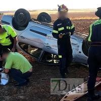 Accidente de coche con un atrapado en la carretera BA-019