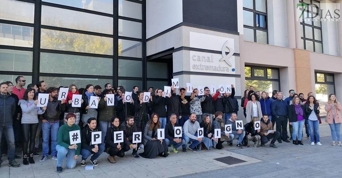Los trabajadores de Canal Extremadura se concentran para exigir el cese de Urbano García