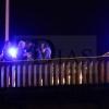 Agentes de la Policía Nacional evitan que un joven se precipite desde el Puente de la Universidad