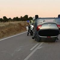Accidente y vuelco en la carretera EX-202