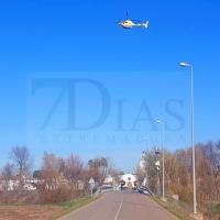 Dos helicópteros sobrevuelan a baja altura para buscar al desaparecido en Talavera