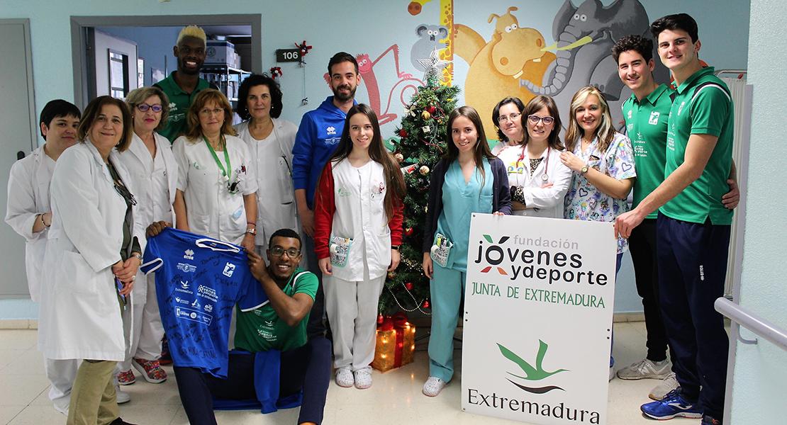 El Cáceres Voleibol muestra su solidaridad a los niños ingresados en el Hospital San Pedro de Alcántara