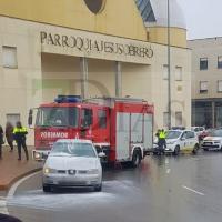 Los Bomberos sofocan un vehículo en llamas en Badajoz