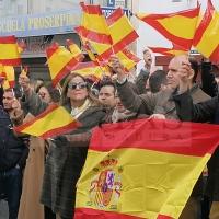Miembros del PP extremeño se manifiestan contra la investidura de Sánchez