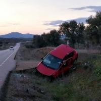 Socorren a una persona atrapada tras accidentarse en la EX-364