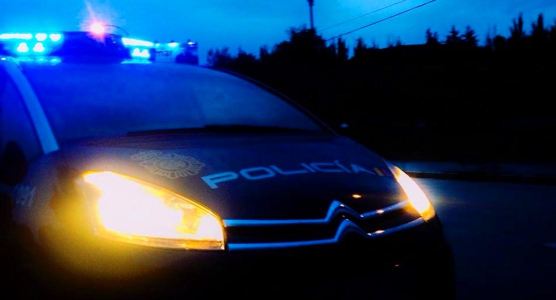 Embisten a la Policía con una furgoneta en una huida en Villanueva