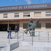 El rector de la UEX se dirige a los estudiantes