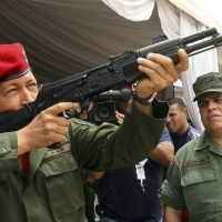 "Abascal: ""Los uniformes militares que sí le gustan a Pablo Iglesias"""