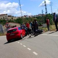 Accidente de tráfico entre un coche y una moto cercano a Coria