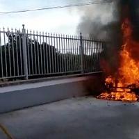 Sale ardiendo un vehículo entre Gévora y Sagrajas