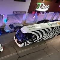 El nuevo autobús del CD. Badajoz causa sensación en su tour por la ciudad