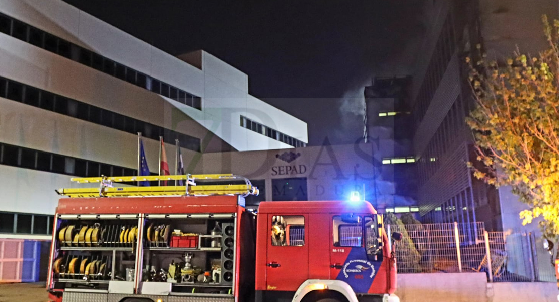Grave incendio de madrugada en el edificio del SEPAD en Mérida