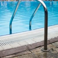 Un hombre a punto de ahogarse en una piscina cercana a Badajoz