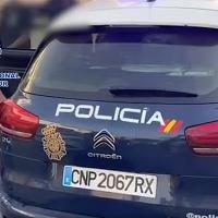 Detienen en España a un fugitivo internacional: Intentó arrancarse las huellas con sus uñas