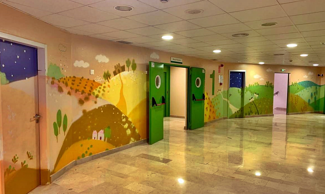 El Hospital de Mérida decora con grandes murales pintados la zona de pediatría
