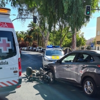 Colisión entre un turismo y una motocicleta en Badajoz