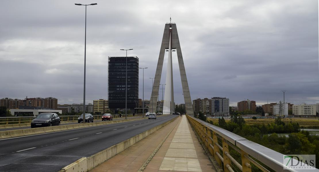 Un ciclista choca contra un camión en el Puente Real de Badajoz