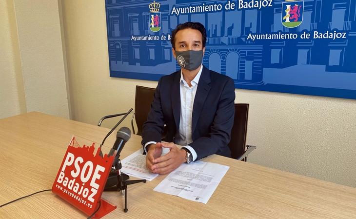 Cabezas afirma que Fragoso cambia el día del pleno en Badajoz para ir al del Senado