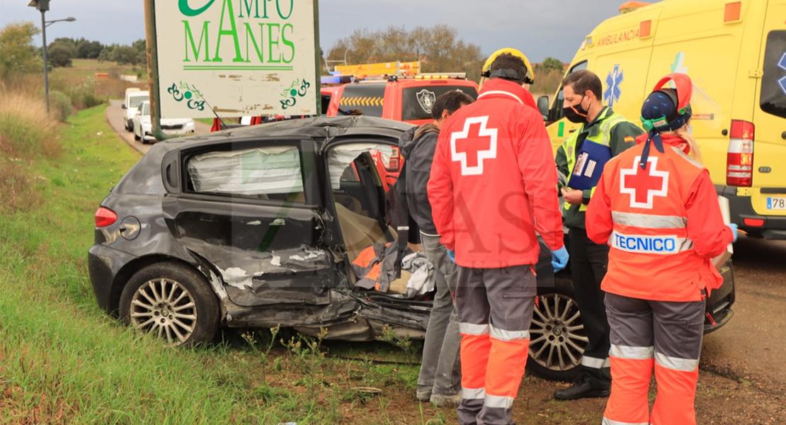 Los Bomberos lo excarcelan tras accidentarse salvándole la vida a la salida de Badajoz