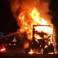 Arde un camión en el mismo punto del accidente de ayer en la autovía