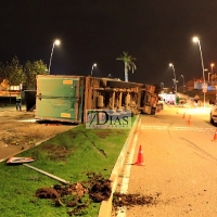 Vuelca un camión en las calles de Mérida