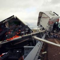 Dan el alta al conductor del tráiler, a pesar del impactante accidente en la A-5 cerca de Mérida