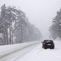 El temporal de frío y nieve obliga a cortar carreteras en España