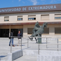 La UEx es tendencia en Twitter con el hastag #vergUEXnza y la Junta de Extremadura calla