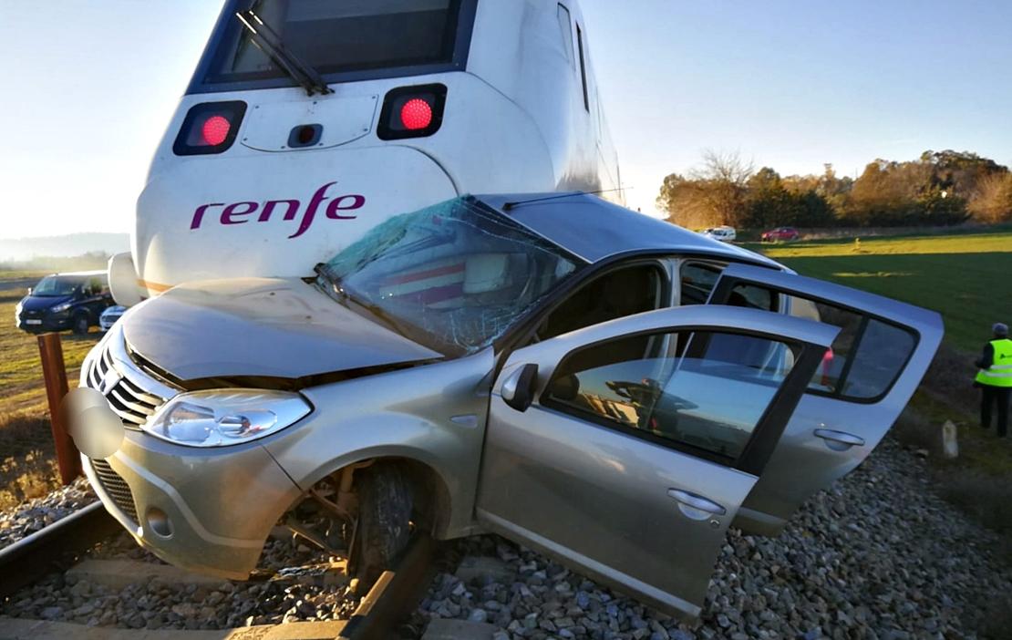 Un tren arrolla a un coche en Extremadura