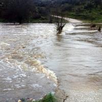 La crecida del río Salor aísla a varias familias de un pueblo cacereño